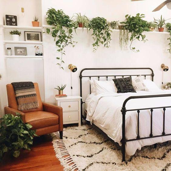 Chambre décorée avec des plantes